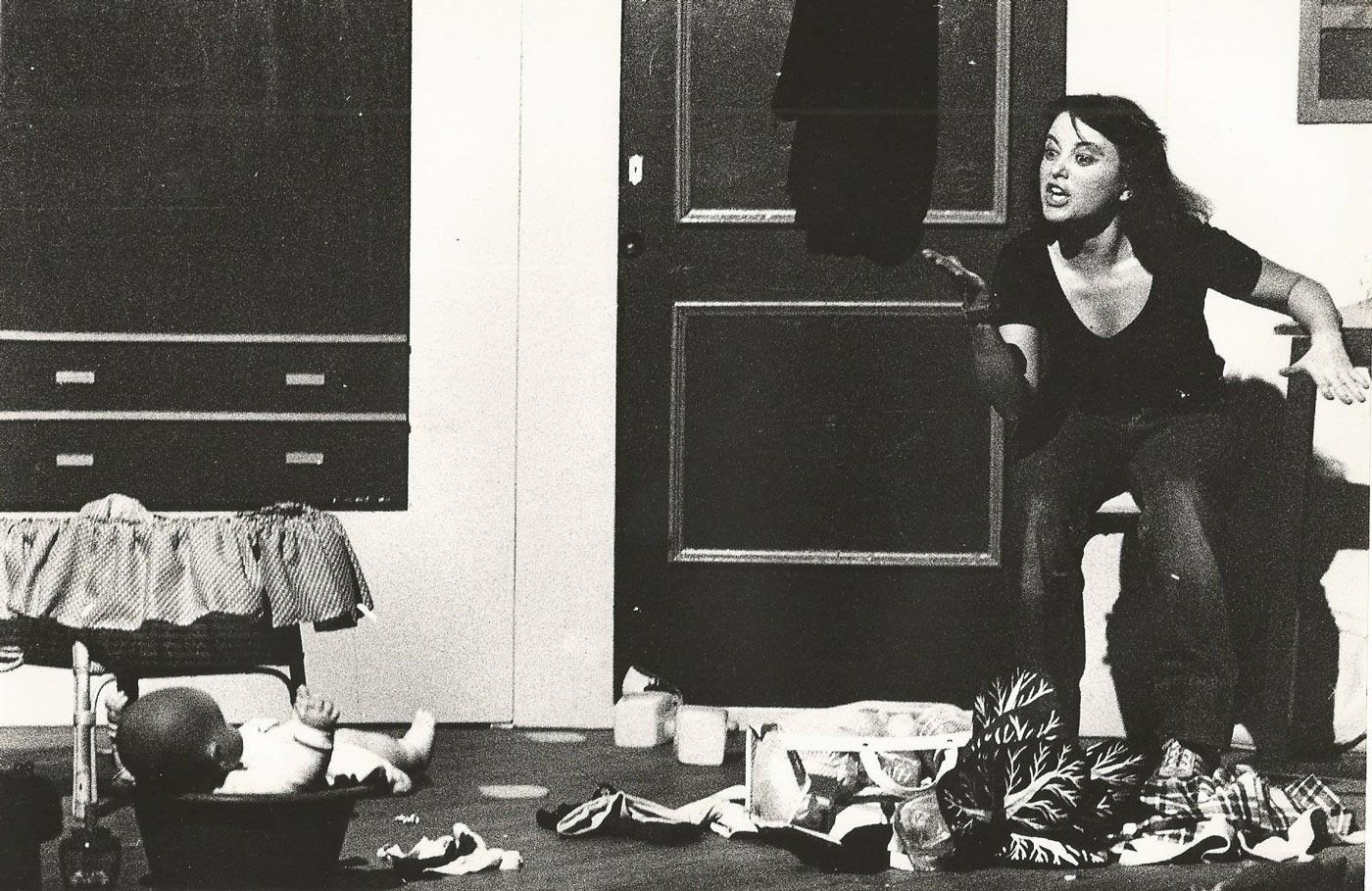 1981-Una_Mujer_Sola-Guirigai-Foto-01