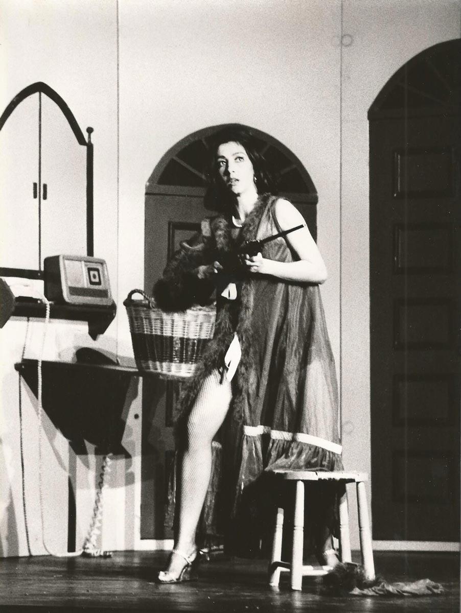 1981-Una_Mujer_Sola-Guirigai-Foto-02
