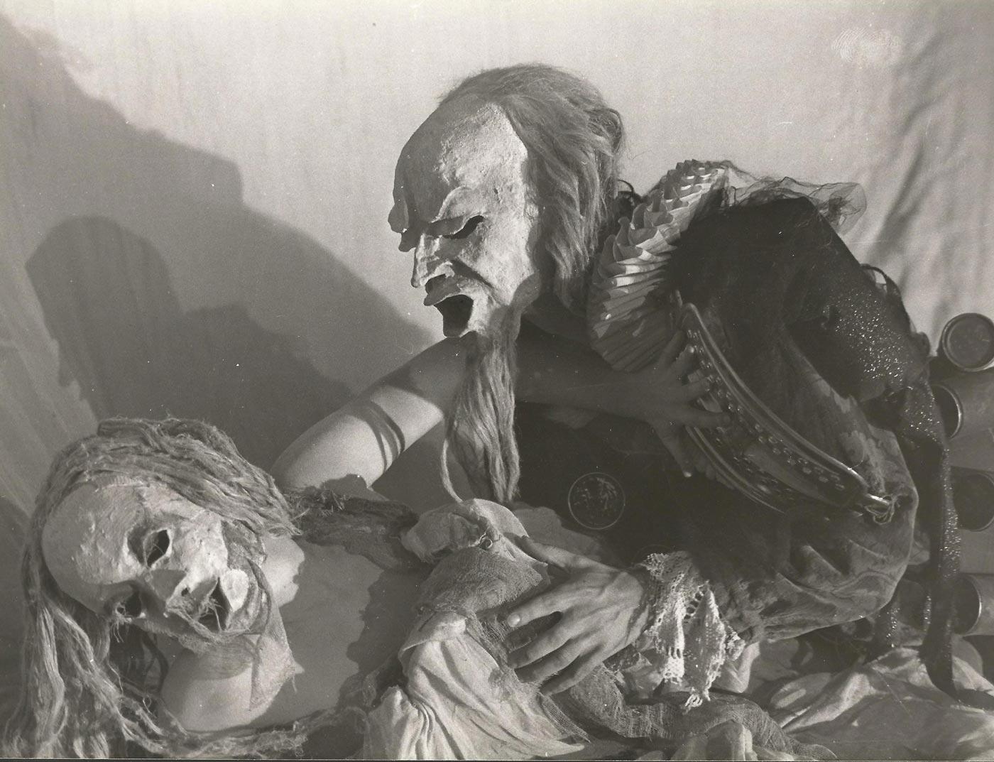 1983-la-bella-y-la-bestia-guirigai-fotos-03